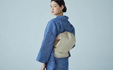 Adult yukata with waterside motifs overflowing with a cooling feel